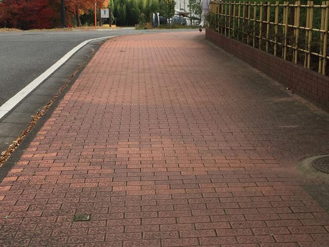 汚泥から再生された歩道のタイル
