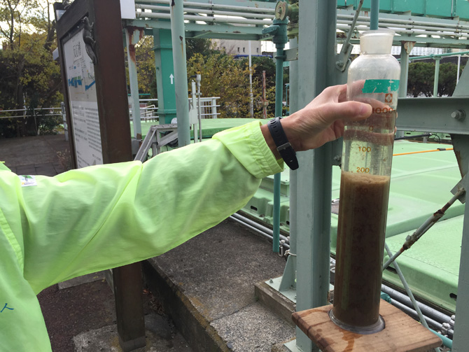 反応槽の水の透明度さらに増す