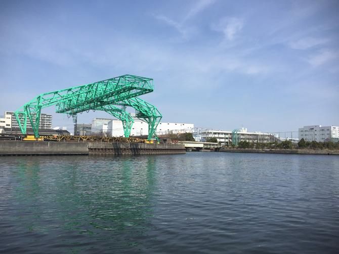 緑の構造物