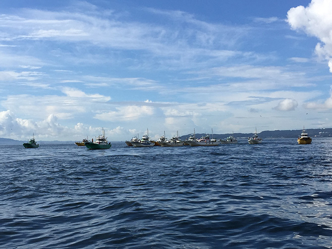 タチウオ釣り船団
