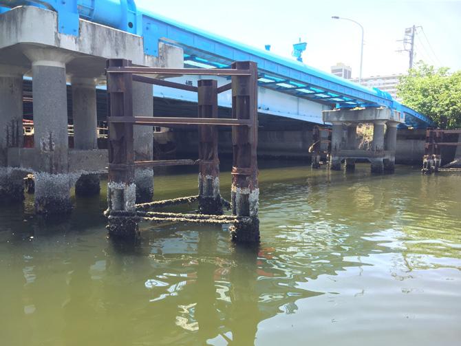 白鷺橋橋脚ガード